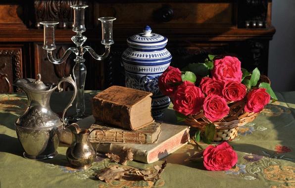 Картинка цветы, стиль, книги, розы, натюрморт, подсвечник, кувшины