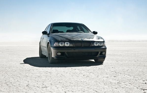 Картинка солнце, пустыня, бмв, BMW, тачка, black car, m5 e39, круть