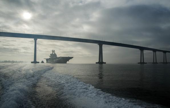 Картинка оружие, флот, San Diego, Coronado Bay Bridge, USS Makin Island (LHD 8)