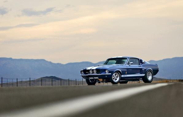 Картинка дорога, небо, горы, забор, Mustang, Ford, Shelby, GT500, колеса, сторона