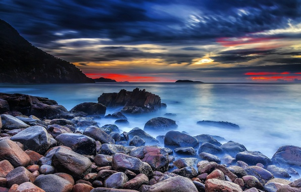 Картинка море, небо, облака, закат, тучи, природа, камни, скалы, зарево