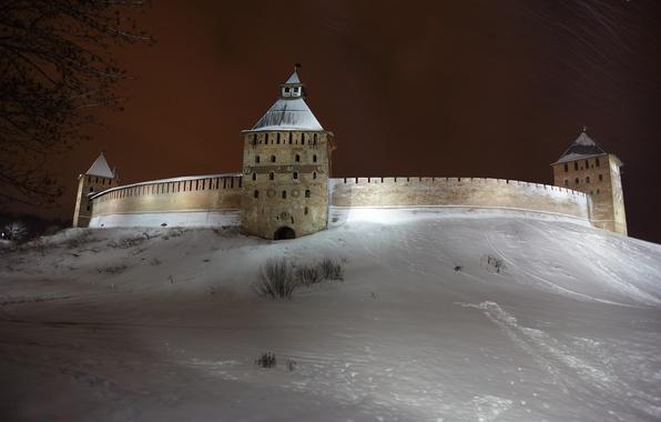 Картинка зима, снег, ночь, город, обои, башня, кремль, wallpaper, россия, родина, древний город, детинец, великий новгород, …