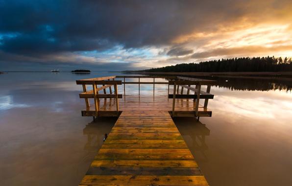 Картинка лес, небо, закат, тучи, мост, озеро, вечер, деревянный, Швеция, мостик, Вермланд