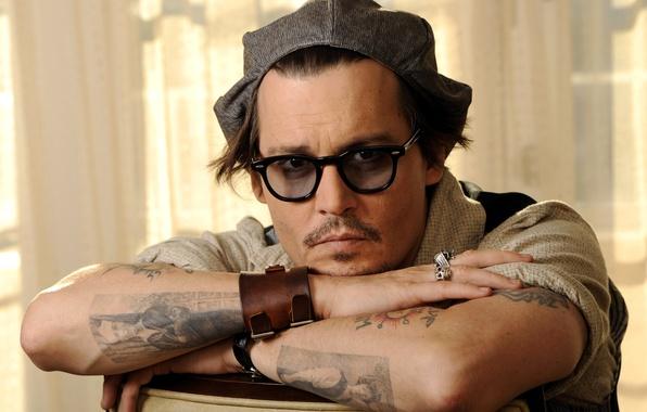 Картинка взгляд, тату, очки, актер, кепка, johnny depp