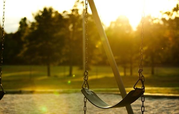 Картинка зелень, листья, солнце, лучи, деревья, фон, качели, дерево, widescreen, обои, настроения, листва, день, цепь, красиво, …