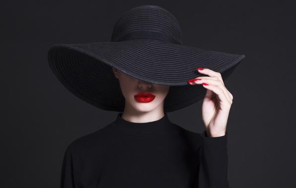 Картинка fashion, hat, hand, pose, Lips, haute couture