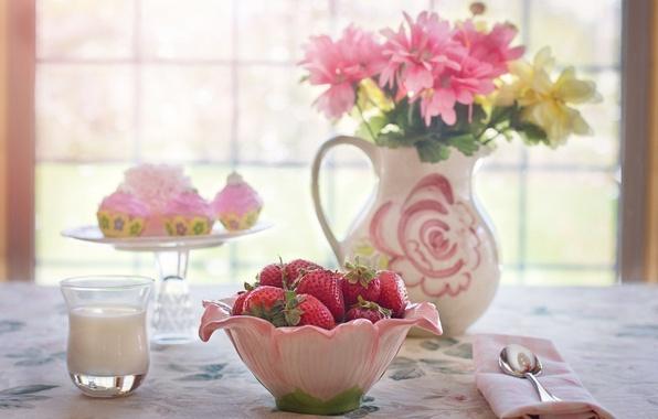 Картинка цветы, стакан, ягоды, стол, молоко, окно, клубника, миска, кувшин, натюрморт, пирожные
