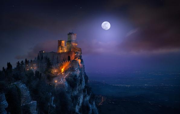 Картинка свет, ночь, луна, башня, крепость, Сан-Марино, гора Монте-Титано, Гуаита