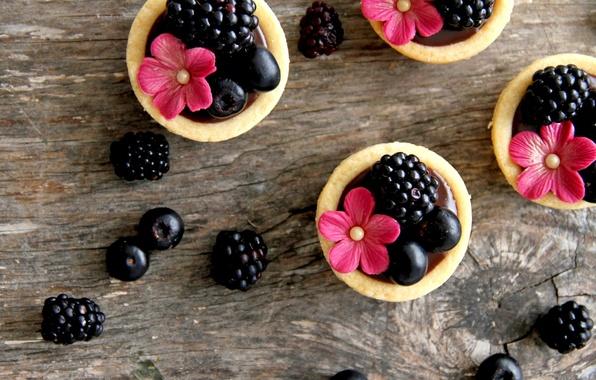 Картинка цветы, еда, черника, крем, десерт, flowers, сладкое, sweet, cream, dessert, тарталетки, blueberries, blackberries, ежевики, tarts