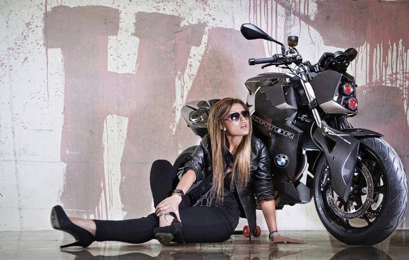 Картинка девушка, отражение, фон, тюнинг, фара, BMW, БМВ, мотоцикл, байк, красотка, Predator, tuning, F800 R, Custom …