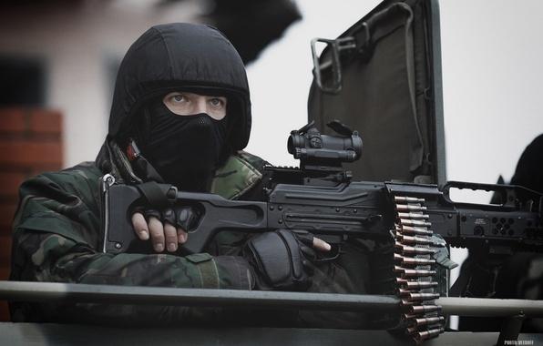 Картинка оружие, маска, солдат, автомат, шлем, боец, Россия, военный, спецназ, пулемёт, пехотный, 62-мм, Печенег, антитеррор