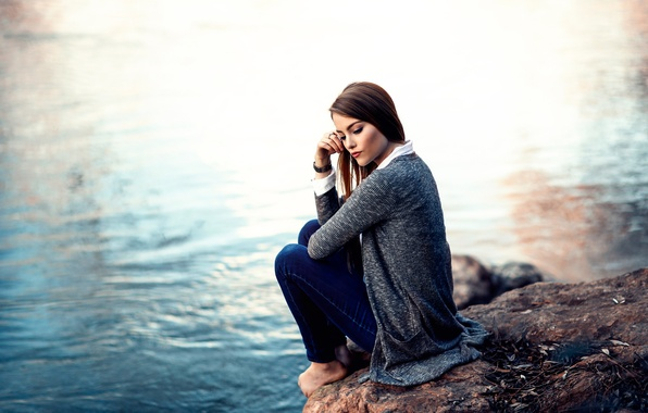 Картинка вода, девушка, камень, босая, Alessandro Di Cicco, Time to think