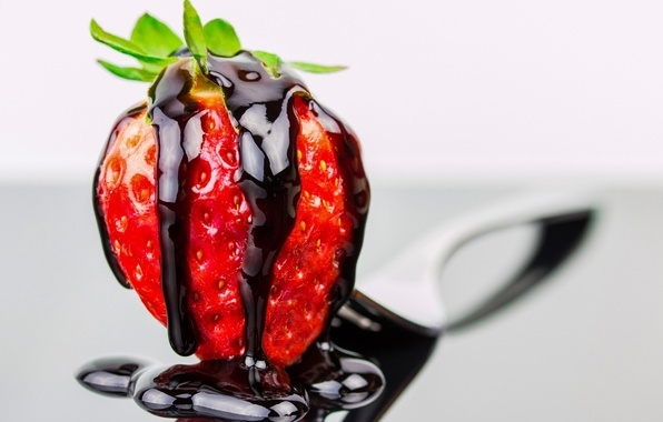 Картинка макро, шоколад, земляника, клубника, ягода
