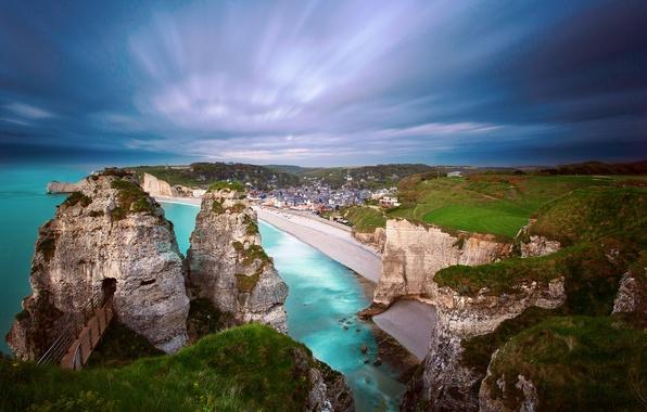 Картинка море, пляж, небо, закат, скалы, берег, Франция, дома, Нормандия