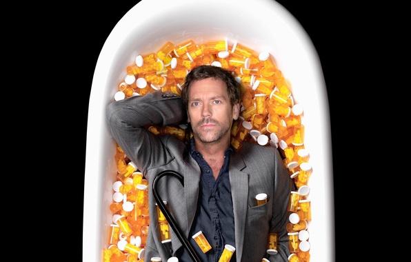 Картинка House M.D., Хью Лори, таблетки, ванная, Hugh Laurie