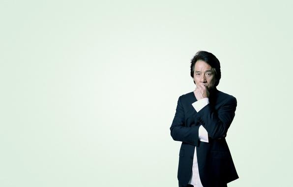 Картинка костюм, серьезный, задумчивый, Джеки Чан, Jackie Chan