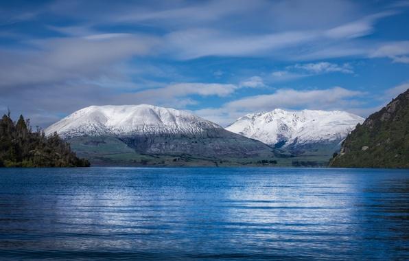 Картинка море, лес, небо, вода, облака, снег, пейзаж, горы, земля, берег, вершины, волнение