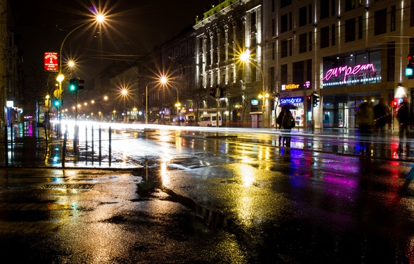 Картинка дорога, асфальт, ночь, город, огни, люди, здания, выдержка, освещение, фонари, лужи, вывески, магазины, Венгрия, Будапешт, …