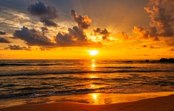 Картинка пляж, облака, закат, отражение, волна, зеркало, оранжевое небо