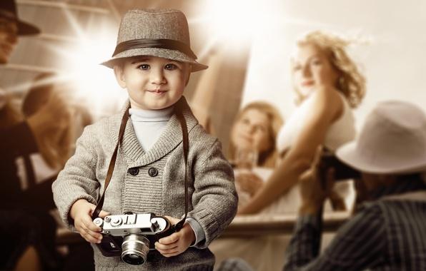 Картинка взгляд, девушка, улыбка, шляпа, мальчик, фотоаппарат, блондинка, ребёнок, вспышки, репортёры