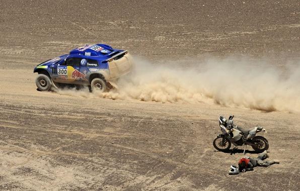 Картинка авто, фото, обои, гонка, спорт, пустыня, volkswagen, тачки, мотоцикл, мотоциклист, cars, auto, wallpapers, фольксваген, дакар, ...