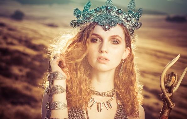 Картинка взгляд, девушка, украшения, стиль, настроение, волосы, корона, рыжая, рыжеволосая, Alexandria Basso