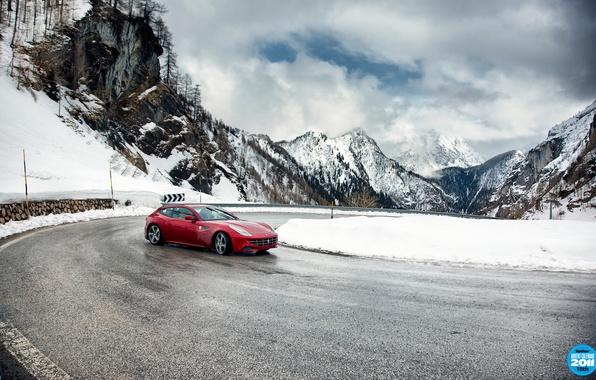 Картинка дорога, небо, облака, снег, горы, красный, поворот, занос, вираж, Ferrari, суперкар, феррари, top gear, передок, …
