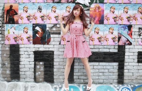 Картинка девушка, стена, настроение, платье, азиатка