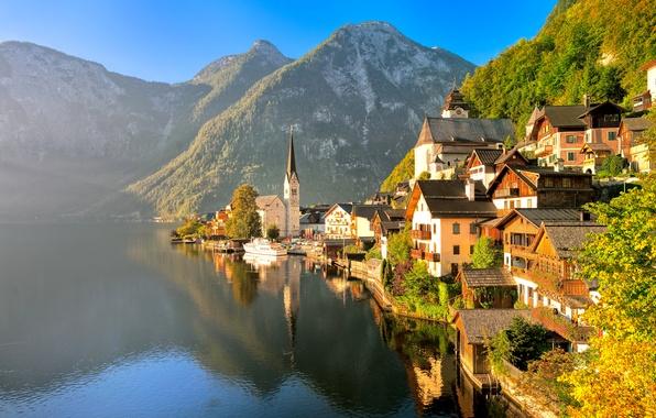 Картинка осень, пейзаж, горы, природа, город, озеро, здания, дома, лодки, Австрия, Альпы, Salzkammergut, Hallstatt, Österreich, Дахштайн, ...