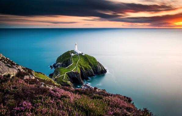 Картинка маяк, Уэльс, Ирландское море, скалистый остров Южный Стэк