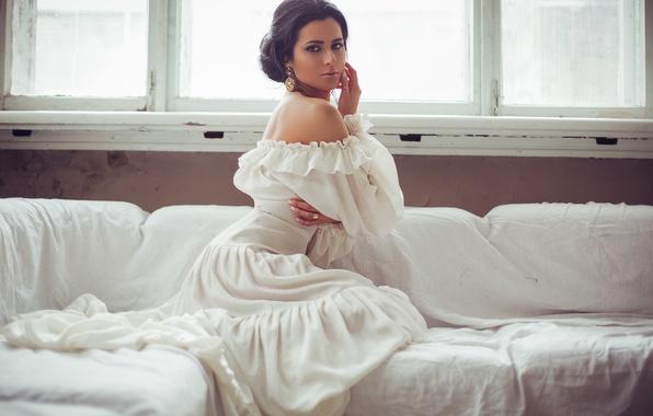 Картинка поза, модель, кровать, Девушка, платье