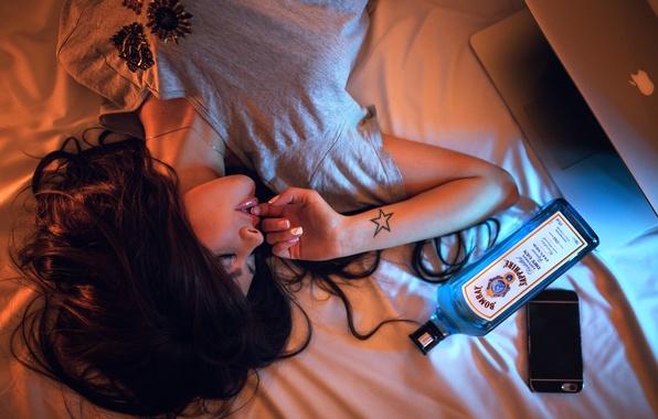 Картинка девушка, бутылка, Drunk, Ivan Gorokhov