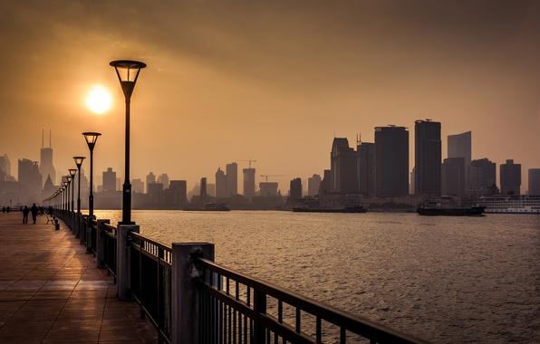 Картинка солнце, река, China, небоскребы, фонари, Китай, Азия, Shanghai, Шанхай, набережная