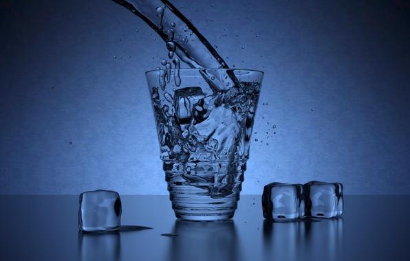 Картинка лед, вода, капли, свет, брызги, синий, прозрачный, стакан, рендеринг, реализм, кубики, бокал, лёд, льдинки, кубик, ...
