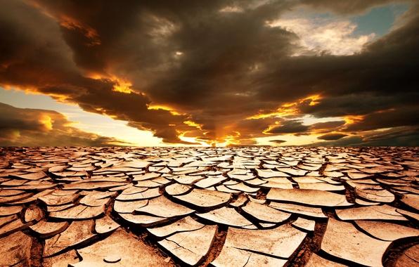 Картинка песок, небо, солнце, пейзаж, закат, тучи, трещины, засуха, горизонт, африка, тёмные, Africa, drought, sunset horizon