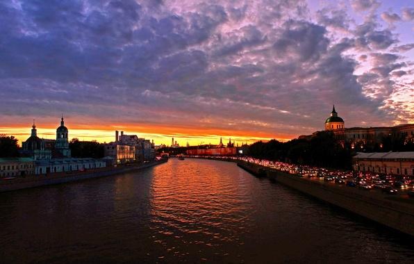 Картинка небо, облака, закат, город, река, фото, рассвет, Москва, Россия, водный канал