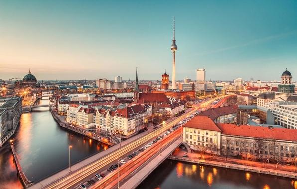 Картинка дорога, машины, город, огни, здания, дома, вечер, утро, выдержка, Германия, панорама, телебашня, Берлин