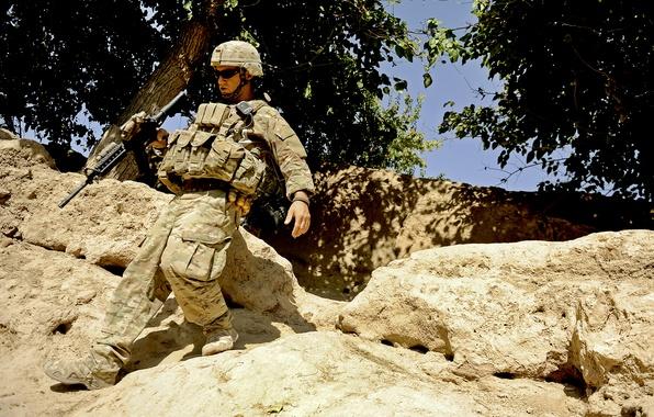 Картинка горы, оружие, солдат, экипировка, Афганистан, ВС США, камни.деревья