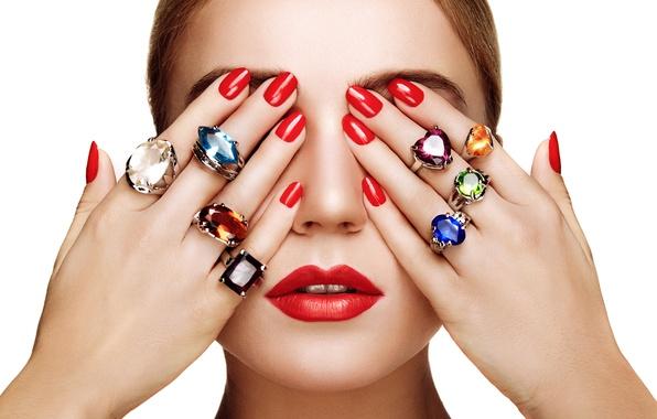 Картинка девушка, украшения, лицо, модель, кольца, руки, помада, губы, пальцы