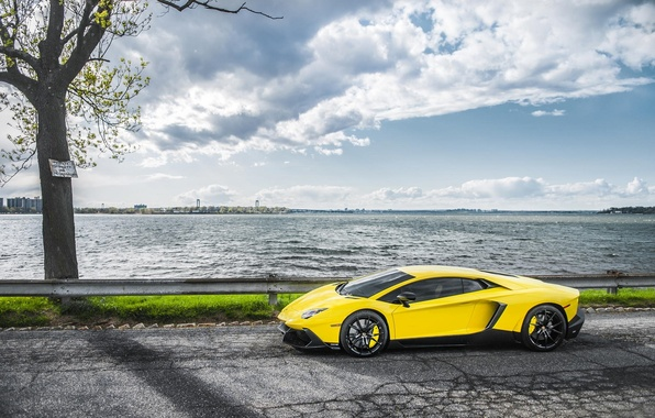 Картинка Море, Дорога, Lamborghini, Суперкар, Yellow, Aventador, Supercar, LP720-4, 50 Anniversario Edition