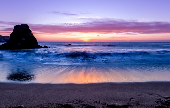 Картинка песок, небо, облака, закат, скала, океан, берег, Море, вечер, горизонт, прибой, сиреневое