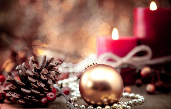 Картинка зима, игрушка, шар, свечи, шарик, размытость, Новый Год, Рождество, золотой, шишка, Christmas, праздники, New Year, …