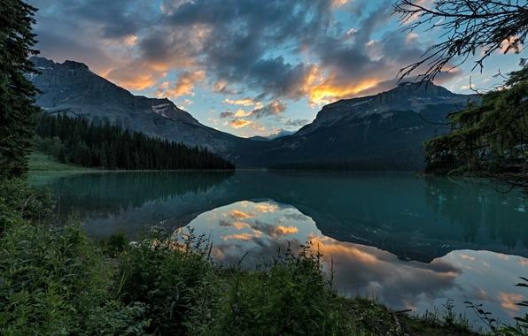 Картинка лес, небо, облака, пейзаж, горы, природа, озеро, парк, отражение, Канада, Yoho