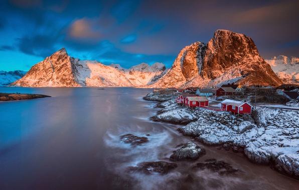 Картинка зима, свет, снег, горы, утро, Норвегия, городок, поселение, архипелаг, Лофотенские острова, фюльке Нурланн, коммуна Москенес, …