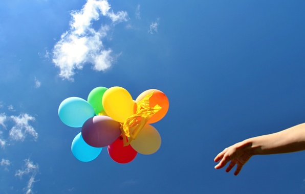 Картинка небо, воздушные шары, фон, widescreen, шары, обои, настроения, яркие, цветные, человек, рука, шарик, wallpaper, широкоформатные, …