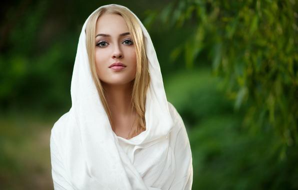 Картинка взгляд, девушка, лицо, фон, блондинка, ткань