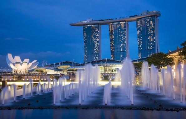 Картинка небо, ночь, lights, огни, небоскребы, подсветка, Сингапур, архитектура, синее, мегаполис, sky, фонтаны, blue, night, Singapore, …