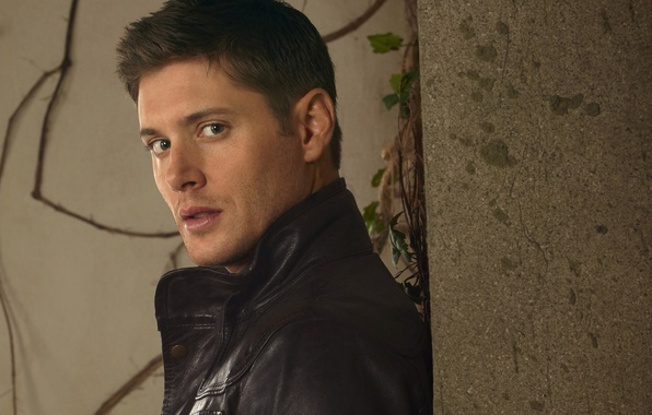Картинка стена, куртка, актер, мужчина, сериал, Supernatural, Jensen Ackles, Сверхъестественное, Dean Winchester, Дин Винчестер, Дженсен Эклс