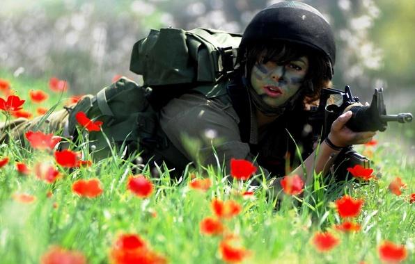 Картинка трава, девушка, цветы, красный, маки, солдат, форма, униформа, карабин, M4A1, Израиль, Israel, Цахал, IDF, АОИ, ...