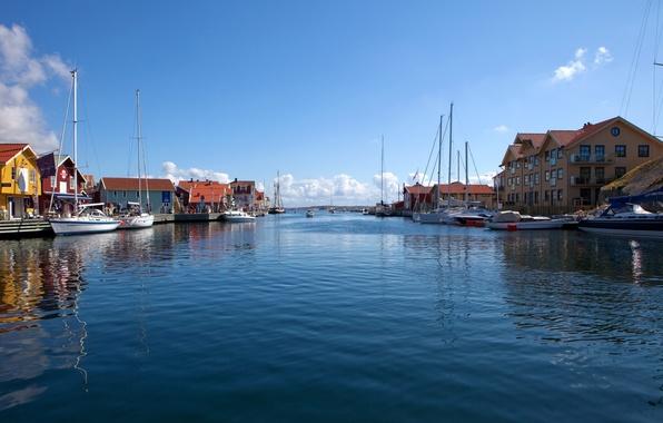 Картинка небо, вода, облака, пейзаж, природа, город, река, дома, лодки, швеция, страна, sweden, sotenas